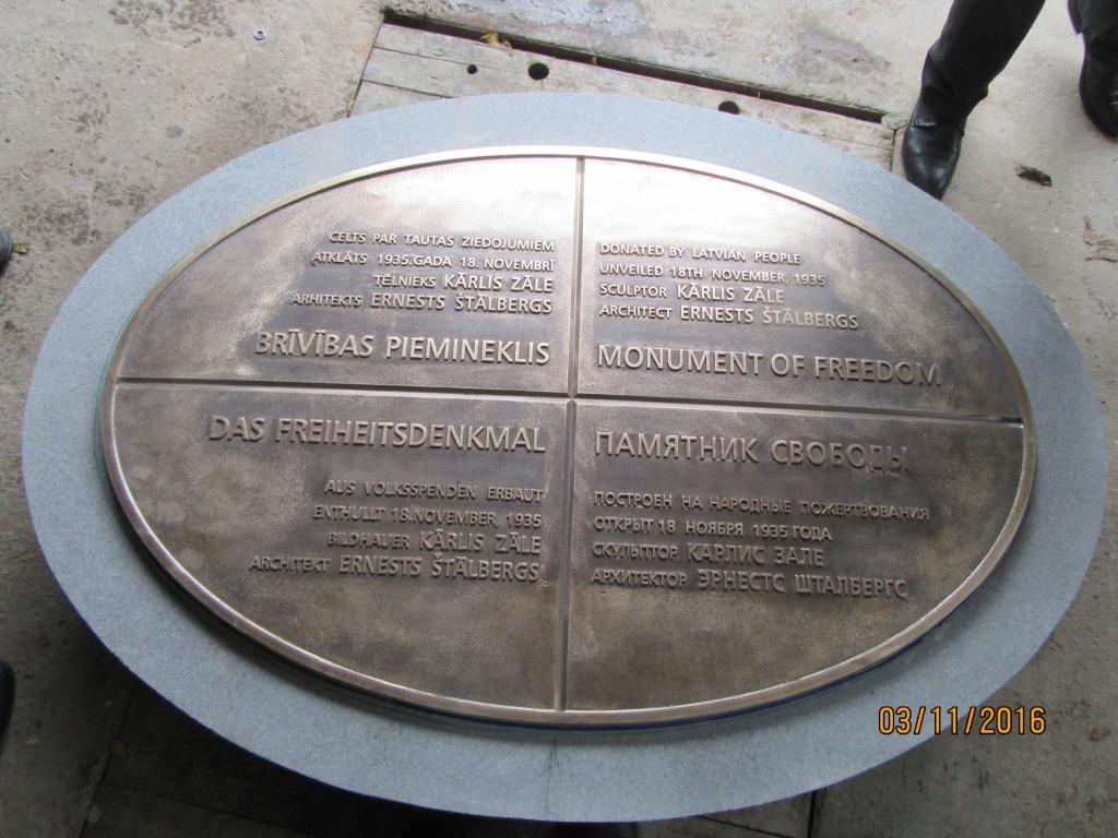 Atklātas informācijas plāksnes pie Brīvības pieminekļa