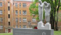 Atklāts piemineklis 1944. gadā bojā gājušo Ungārijas sieviešu piemiņai