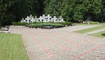 Piemineklis Latvijas armijas virsniekiem Litenē