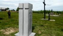 Piemineklis latviešu karagūstekņiem ciematā Rudņičnij