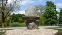 Piemiņas akmens Slampes iedzīvotājiem